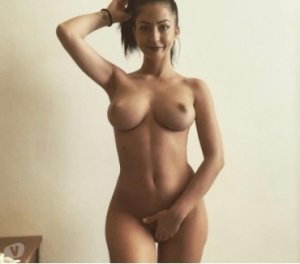 Latimy brunette sex dating in Uxbridge