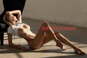 Djanette facesitting escorts in Berlin