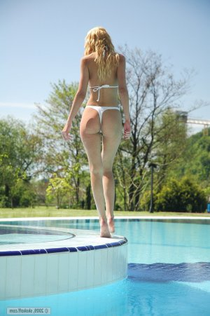Dalenda italian mature classified ads East Liverpool